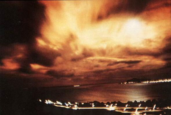 הפיצוץ שביצעו האמריקאים בחלל ב-1962, כפי שנראה מהונולולו