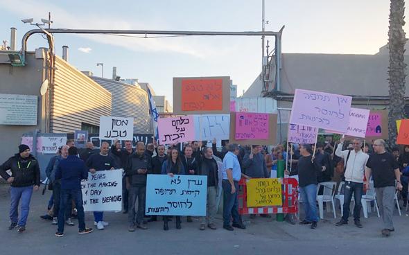 הפגנת העובדים במפעל פלנטקס בנתניה