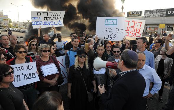 הפגנה עובדי טבע אשדוד, צילום: אבי רוקח