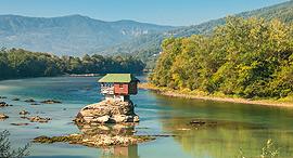 פוטו מקומות יוצאי דופן דרינה בית בנהר בוסניה הרצגובינה, צילום: שאטרסטוק