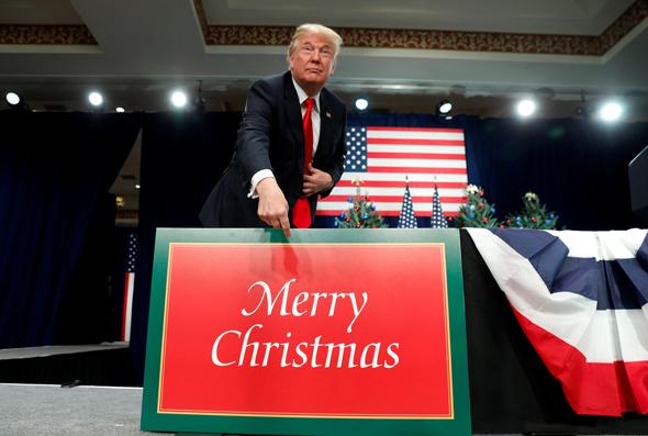 דונלד טראמפ שלט כריסמס, צילום: רויטרס