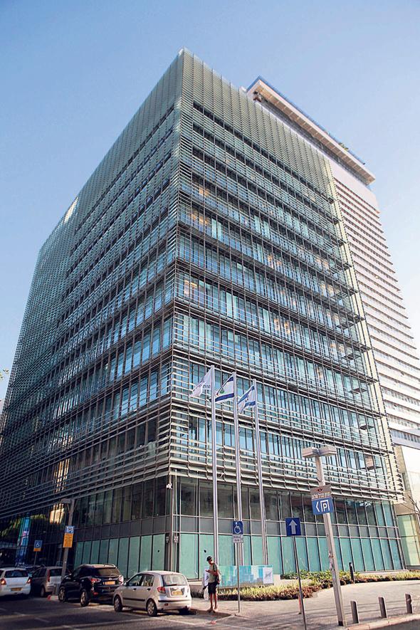 """בניין הבורסה בתל אביב. """"בורסות בעולם יושבות בבניינים מאוד יפים. הבניין הוא חלון הראווה שלנו"""", צילום: אוראל כהן"""