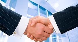 לחיצת יד חליפה אנשי עסקים, צילום: shutterstock
