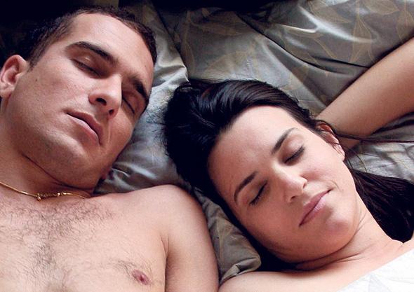 """דנה מודן ואסי כהן ב""""אהבה זה כואב"""". עיסוק בזהות הערבית־יהודית"""