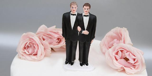 רק כדי לחמוק ממס: שני גברים הטרוסקסואלים התחתנו זה עם זה