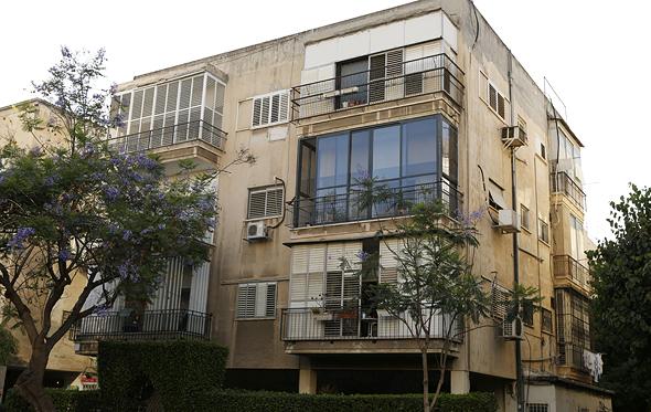 """בניין בתל אביב לפני תמ""""א 38. אף יזם לא מתכנן לשלם את ההיטל עבור הבעלים"""
