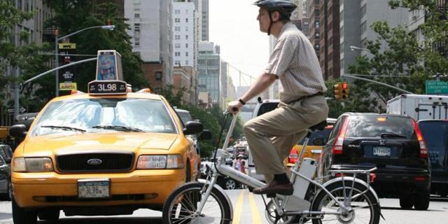 ניו יורק נגד האופניים החשמליים: קנסות לבעלי עסקים שמעסיקים את הרוכבים כשליחים