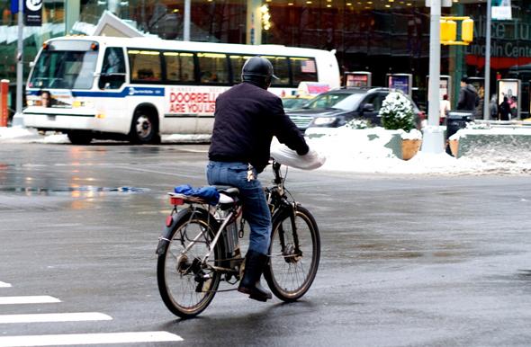 אופניים חשמליים. כלי העבודה של מהגרים רבים, צילום: Flickr / William Ward