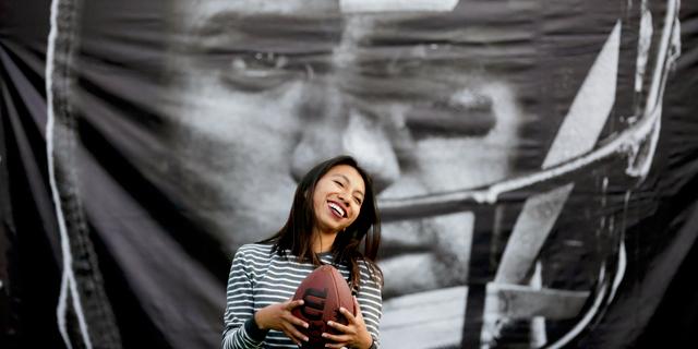 הבעיה הנשית של ה-NFL: מדוע היא מתקשה למשוך את האוהדות?