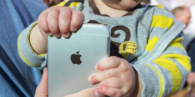 אפל מחקה אפליקציות של מפתחים שהתחרו בשירותים שהטמיעה באייפון