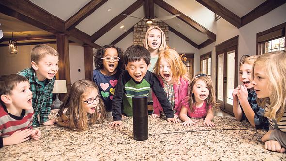 ילדים עם רמקול חכם של אמזון, צילום: Cnet