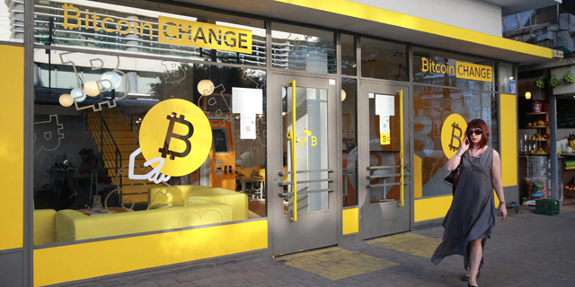 A Tel Aviv Bitcoin change shop. Photo: Orel Cohen