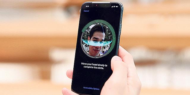 גוגל נגד אפל: האקרים פרצו למאות אלפי מכשירי אייפון - וגנבו מידע