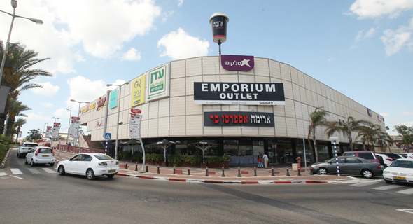 קניון חוצות המפרץ בחיפה. האם המס הופך את העסקאות ללא כדאיות?
