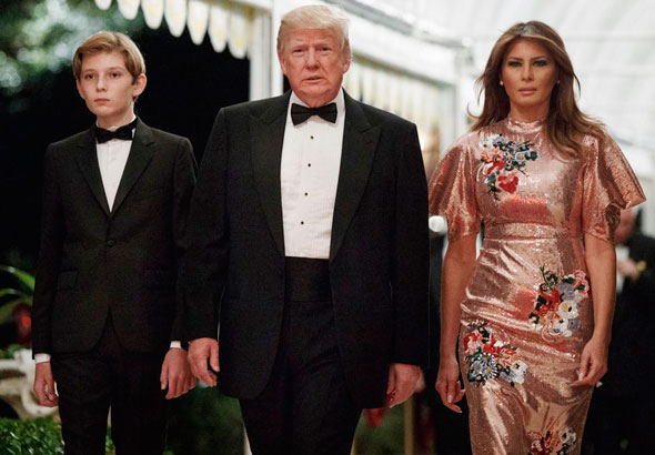 מלניה דונלד ו בארון טראמפ חגיגות סילבסטר 2018, צילום: איי פי