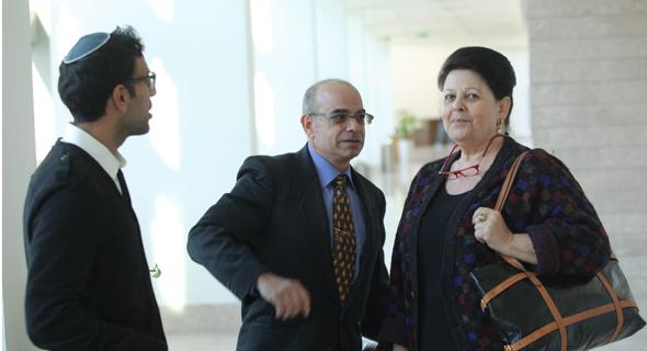 מימין רות עופר בבית המשפט