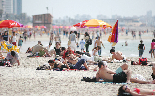 Tourists at the beach in Tel Aviv. Photo: Bloomberg