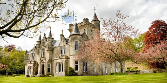 למכירה: טירת ענק בסקוטלנד במחיר של דירת שני חדרים בלונדון