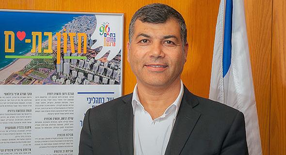 ראש עיריית בת ים יוסי בכר