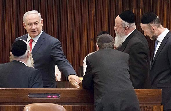 ראש הממשלה בנימין נתניהו ונציגי יהדות התורה בדיון במליאה, צילום: יואב דודקביץ