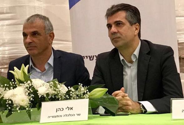 מימין אלי כהן ו משה כחלון, צילום: משרד הכלכלה והתעשייה