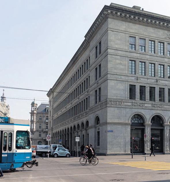 """מטה הבנק המרכזי בשוויץ. היו""""ר, תומאס יורדן, הגדיר את ההצעה שעלתה למשאל: """"ניסוי מסוכן"""", צילום: בלומברג"""