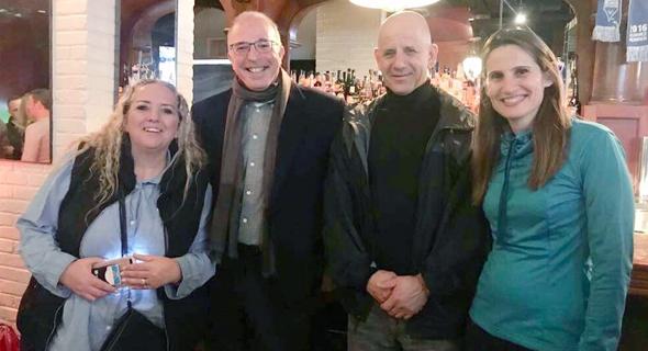 מימין לשמאל עינת מילשטיין מנהלת פיתוח עסקי לסטארטאפים, מיקרוסופט, גל סלומון מנכל CLEW Medical, צילום: יונתן לאונוב
