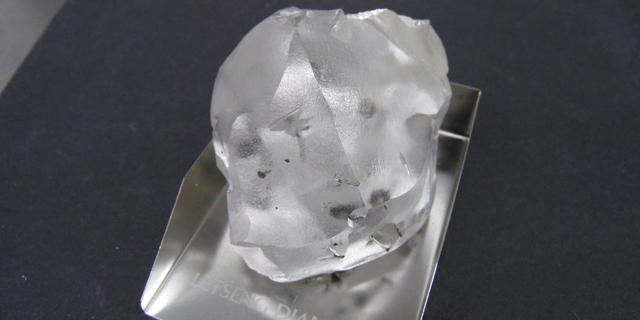 לסוטו ממשיכה לייצר יהלומי ענק: הפעם התגלתה אבן בגודל של שני כדורי גולף