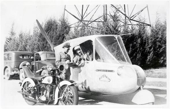 המכונית של ווטרמן על הכביש