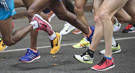 נעלי ריצה מרתון מירוץ, צילום: רויטרס