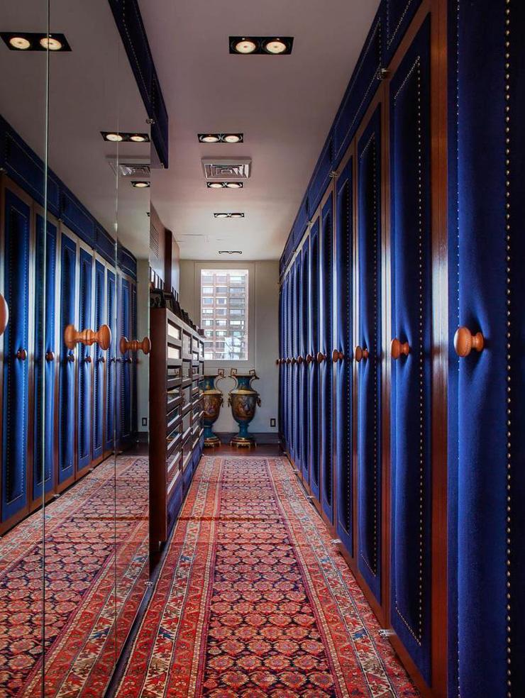 חיפוי קשמיר כחול כהה עבור דלתות הארונות, צילום: Corcoran