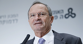 זאב בילסקי ראש עיריית רעננה בכנס דב לאוטמן חינוך שותפות דמוקרטיה ב ישראל, צילום: עמית שעל