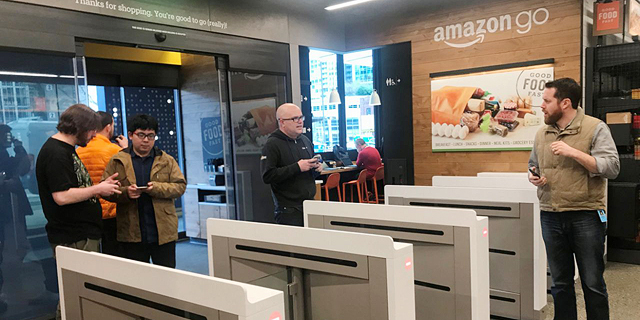 בלי להמתין בתור: חנות אמזון ראשונה ללא קופות נפתחה בסיאטל