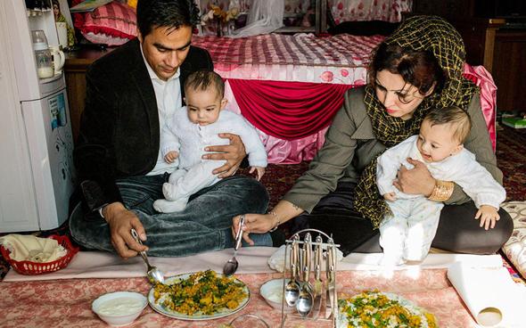 אשת המשטרה סבה סהר ומשפחתה, צילומים: Lela Ahmadzai