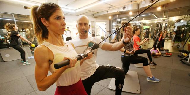 כושר-סטאר: אימון מכשירי כושר מודרך בסטודיו של רוני דואני