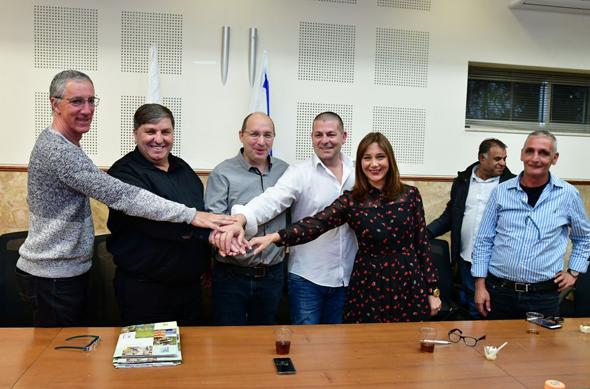 """חתימת הסכם הקיבוצי בין הנהלת קק""""ל לוועד העובדים, צילום: ארכיון הצילומים של קק""""ל- רפי בן  חקון"""