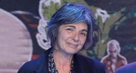 הסופרת אסתר פלד, בעת קבלת הפרס היום