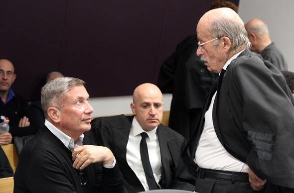 """נוחי דנקנר ו עו""""ד רם כספי ב בית משפט 23.1.18, צילום: נמרוד גליקמן"""