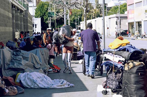 חסרי בית (ארכיון). הדיור הציבורי הוא מה שמונע מהזכאים מלהגיע לרחוב