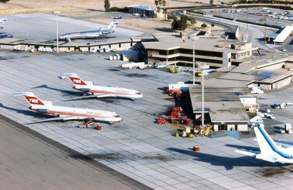 נמל התעופה של יוסטון בשנות השמונים