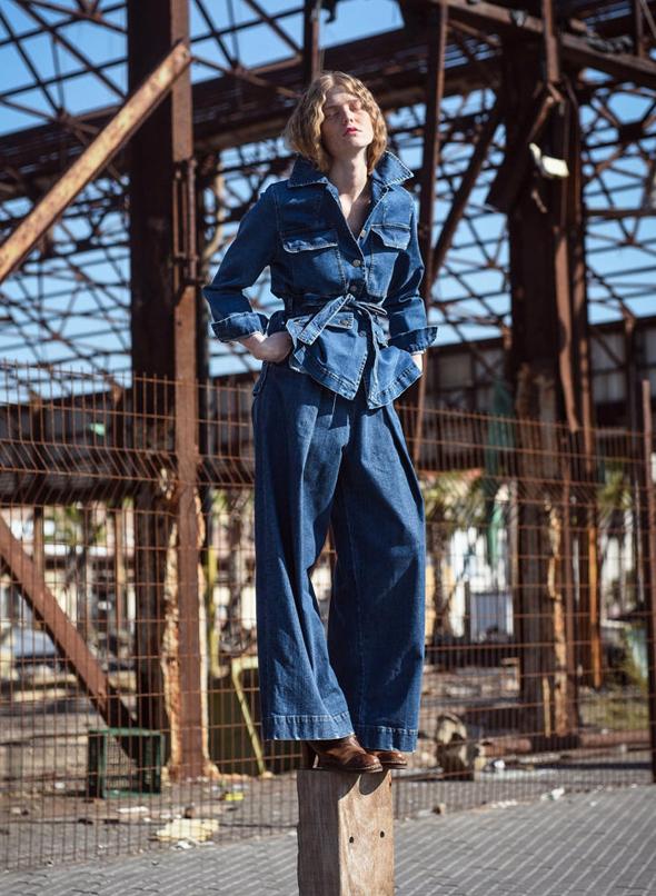 מהקולקציה של אלמביקה. ג'ינס כחול על ים כחול
