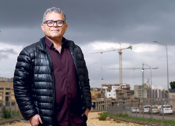 """ישראל בן ישראל מהנדס העיר חריש. """"חריש צריכה לקיים את עצמה כלכלית. אנחנו רוצים שאנשים יחיו ויעבדו בה, יוציאו כסף על מסעדות. צריך לזכור שארנונה לתעסוקה ולתעשייה מקיימת את העיר, ארנונה למגורים לא"""""""