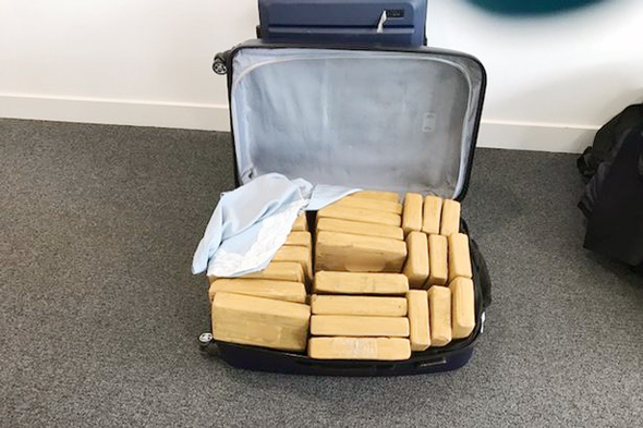 תכולות המזוודות, צילום: Home Office/Border Force
