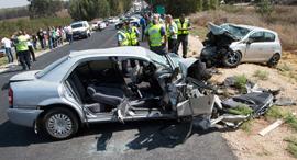 תאונת דרכים ה מכונית ה מרוסקת ב זירת ה תאונה, צילום: גיל נחושתן