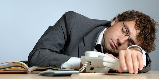 הישראלים ישנים פחות מהממוצע בעולם - וזה פוגע להם בקריירה