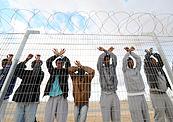 פליטים הפגנה של שוהים ב מתקן חולות