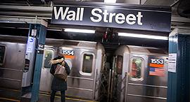 וול סטריט בורסה ניו יורק רכבת תחתית סאבוויי, צילום: בלומברג