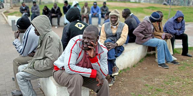 """עובדים זרים בדרום ת""""א (ארכיון), צילום: אי פי איי"""