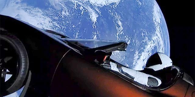 אלון מאסק שיגר מכונית ספורט לחלל החיצון; מה יקרה לה מעכשיו?