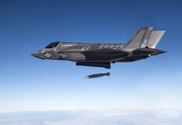 F35 מטיס פצצה. זה בסדר, יש לו עוד אחת
